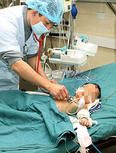 cach nhan biet va cham soc tre viem phoi - Cách nhận biết và chăm sóc trẻ viêm phổi